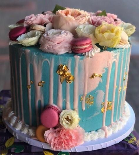 Macaron Floral Drip Cake