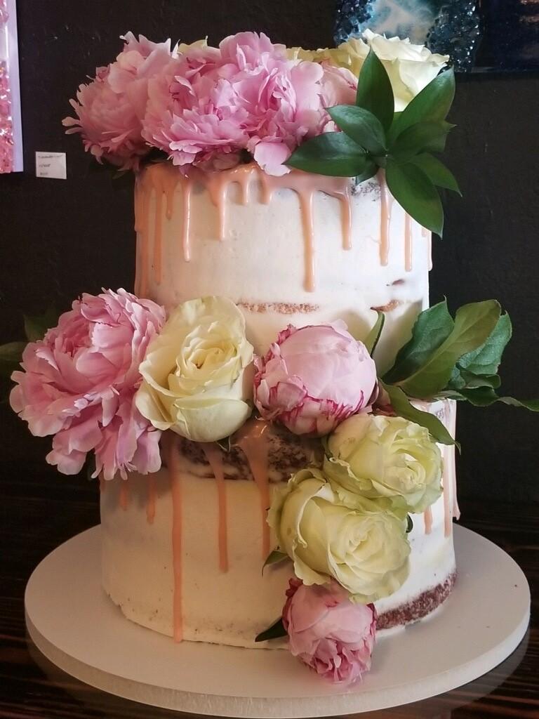 Peonie Floral Drip Cake