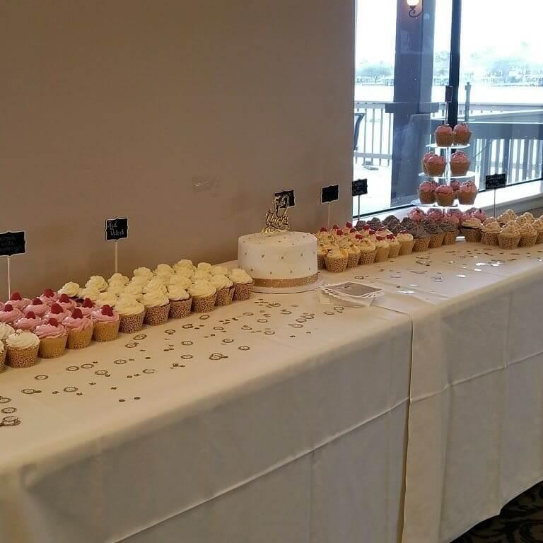 Verneles_desert_table_cake_cupcakes